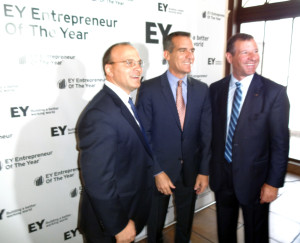 Los Angeles Mayor Eric Garcetti (center) with EY's Michael Kacsmar (left) and  Joe Muscat (right) at the kickoff event in Los Angeles